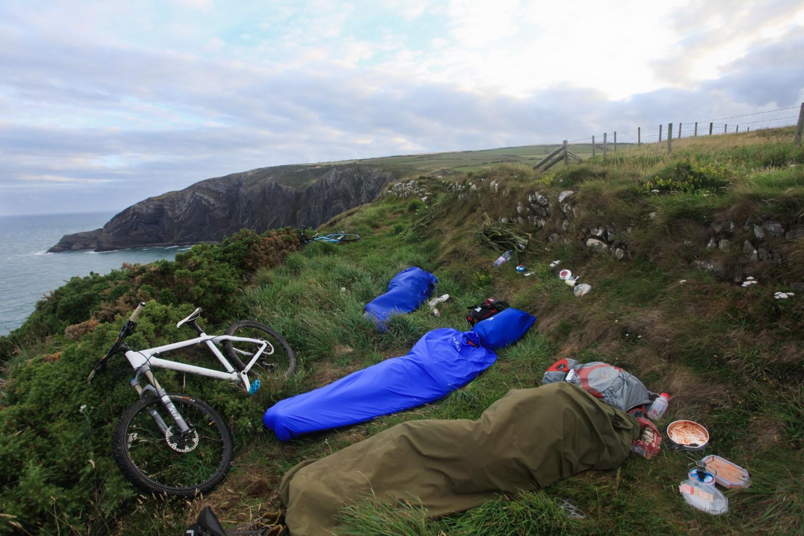 bivvy microadventure cliffs pembrokeshire bike | 1600 x 1066 jpeg 358kB