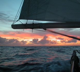 """CADGING RIDES ON YACHTS, CHEAP SAILING ADVENTURES, AND LIVING A """"LOCATION-INDEPENDENT"""" ADVENTUROUS LIFE"""